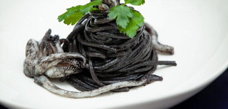 Spaghetti alla chitarra al nero di seppia - Padelle Volanti