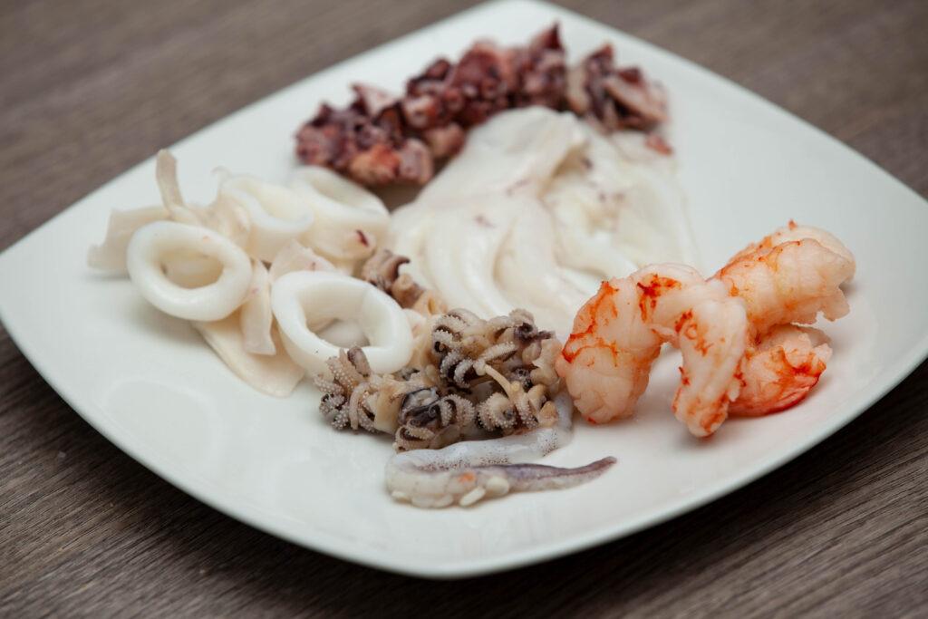 Paccheri di Gragnano alla pescatora con capperi e olive - Padelle Volanti